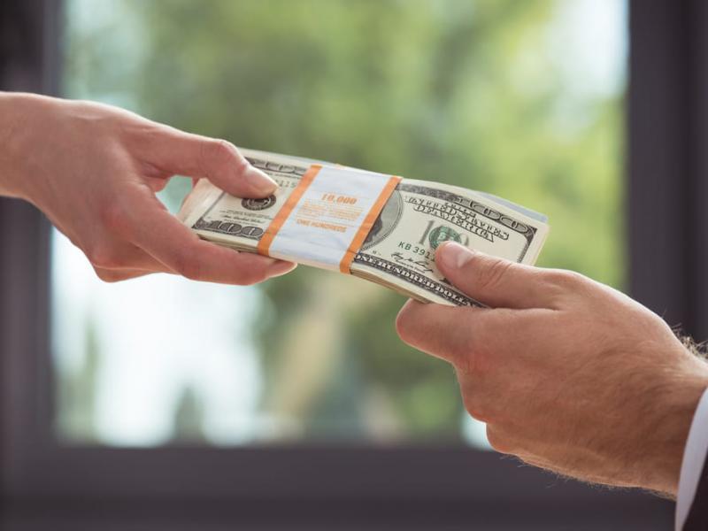 Как легально перевести деньги за границу физическому лицу
