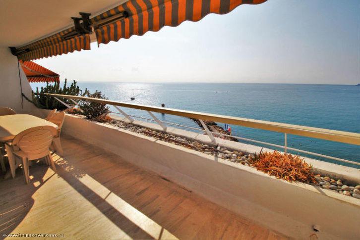 Апартаменты с большой террасой и видом на море.