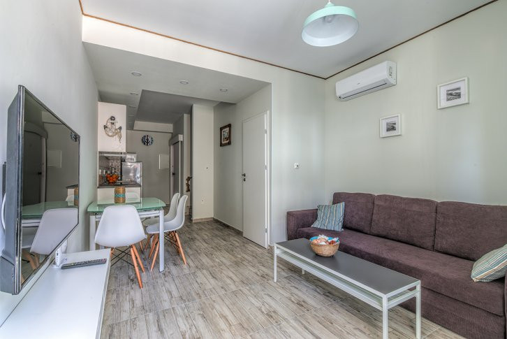 brand new stylish 2 bd townhouse located in the private